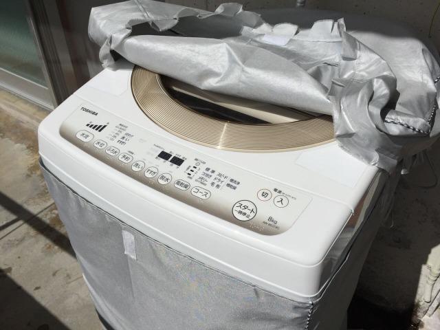 洗濯機カバーがめくれている